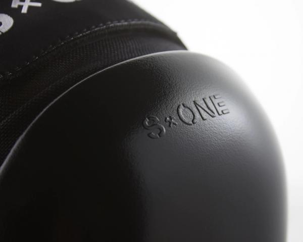 S1 Pro Knee Pads Cap Close Up